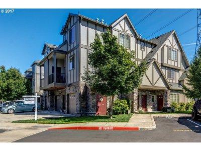 Hillsboro Condo/Townhouse For Sale: 825 NW Wheelock Pl