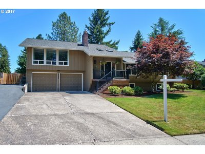 Hillsboro Single Family Home For Sale: 828 SE 39th Ct