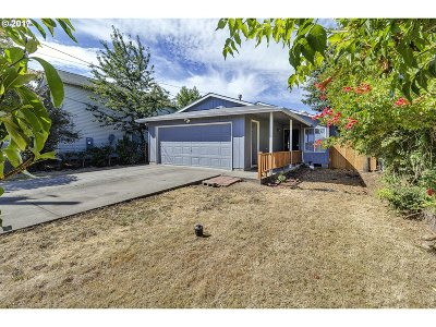 Portland Single Family Home For Sale: 9337 SE Pardee St