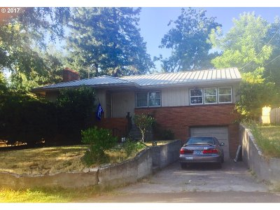 Milwaukie, Gladstone Single Family Home For Sale: 1923 SE Sunny Slope Rd