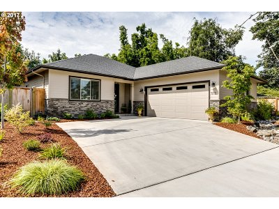 Eugene Single Family Home For Sale: 512 Silver Meadows Dr