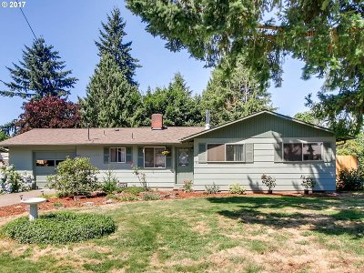 Milwaukie Single Family Home For Sale: 15721 SE Thorville Ave