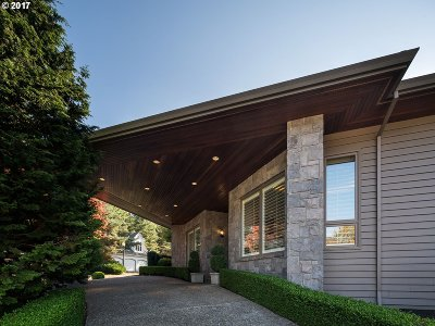 Portland Single Family Home For Sale: 661 SW Regency Ter