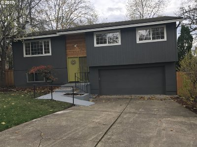Milwaukie, Gladstone Single Family Home For Sale: 4360 SE Mark Kelly Ct