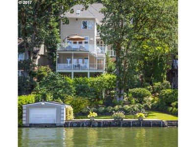 Lake Oswego Single Family Home For Sale: 16865 Greenbrier Rd