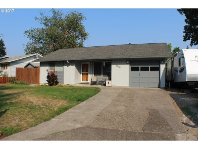 Milwaukie Single Family Home For Sale: 12206 SE Redwood Ave