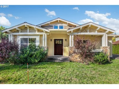 Portland Single Family Home For Sale: 7524 SW Florence Ln