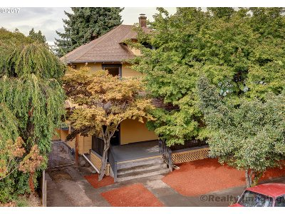 Single Family Home For Sale: 2935 SE Madison St