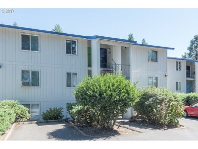 Tigard Condo/Townhouse For Sale: 10010 SW Hall Blvd #11