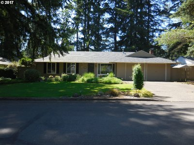 Lake Oswego Single Family Home For Sale: 18565 Longfellow Ave