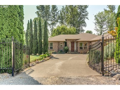 Clackamas Single Family Home For Sale: 13140 SE Almond Ct