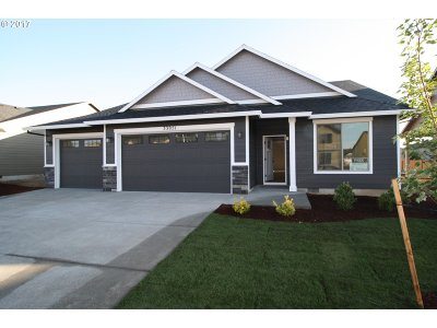 Scappoose Single Family Home For Sale: 33957 SE Uhlman Ln