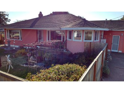 Brookings Single Family Home For Sale: 243 Alder St