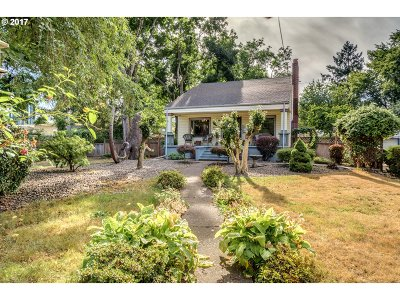 Milwaukie Single Family Home For Sale: 9631 SE 42nd Ave