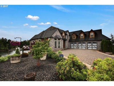 Gladstone Single Family Home For Sale: 385 W Clackamas Blvd