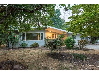 Milwaukie Single Family Home For Sale: 5131 SE Naef Rd
