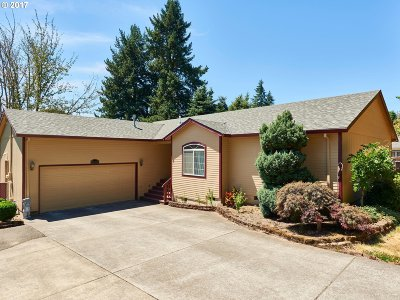 Milwaukie Single Family Home For Sale: 17477 SE Oatfield Rd
