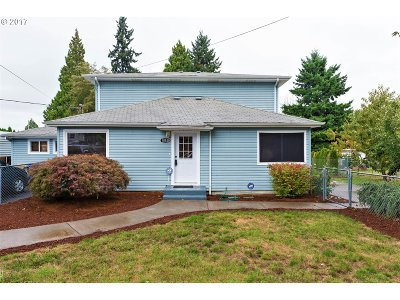 Milwaukie Single Family Home For Sale: 18530 SE River Rd
