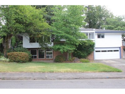 Portland Single Family Home For Sale: 2690 SW West Point Ave