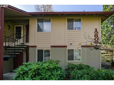 Portland Condo/Townhouse For Sale: 12608 NW Barnes Rd #6