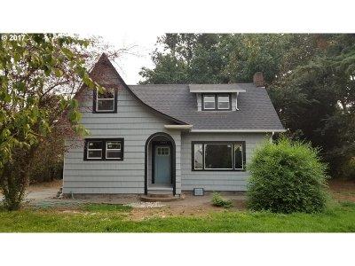 Single Family Home For Sale: 10546 NE Fargo St