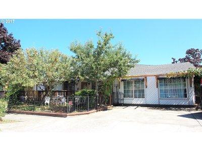 Gresham Single Family Home For Sale: 520 SE Paropa Pl