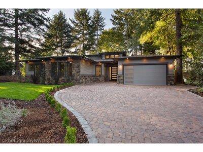 Lake Oswego Single Family Home For Sale: 1923 Mapleleaf Ct