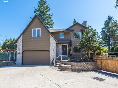 Milwaukie Single Family Home For Sale: 2460 SE Creighton Ave