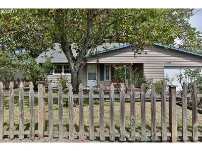 Milwaukie Single Family Home For Sale: 16266 SE Arista Dr