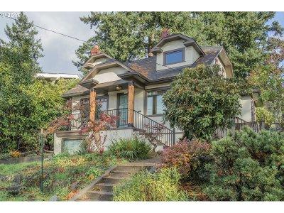 Portland Single Family Home For Sale: 5114 SE Cesar E Chavez Blvd