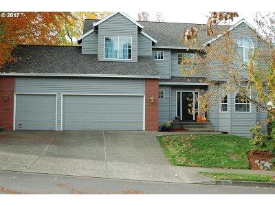 Tualatin Single Family Home For Sale: 17585 SW Fulton Dr