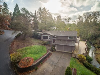 Portland Single Family Home For Sale: 6850 SW Preslynn Dr