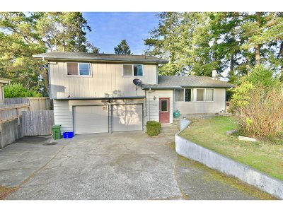 North Bend Single Family Home For Sale: 2560 Virginia