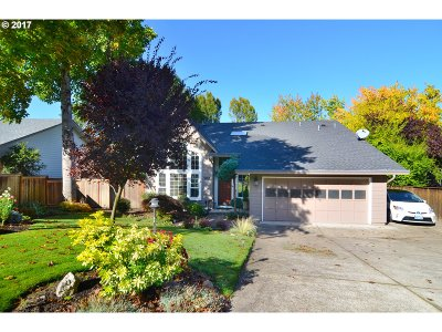 Springfield Single Family Home For Sale: 702 Woodcrest Dr
