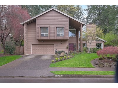 Lake Oswego Single Family Home For Sale: 18439 Deerbrush Ave