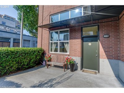 Condo/Townhouse For Sale: 1009 NW Hoyt St #101A