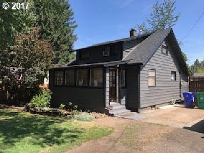 Milwaukie Single Family Home For Sale: 10920 SE Home Ave