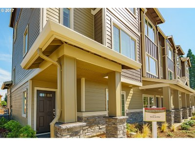 Sequoia Village Townhomes, Sequia Medows, Sequoia Park Condos, Sequoia Meadows/Meadowglade Condo/Townhouse For Sale: 7845 NE Heiser St #11.1