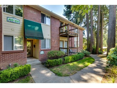 Lake Oswego Condo/Townhouse For Sale: 458 S State St #2C