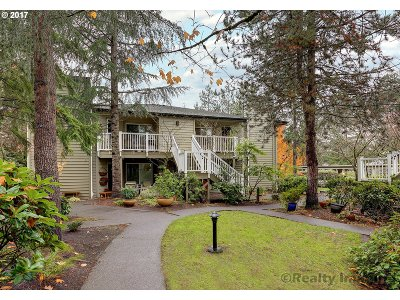 Lake Oswego Condo/Townhouse For Sale: 5058 Foothills Dr #A