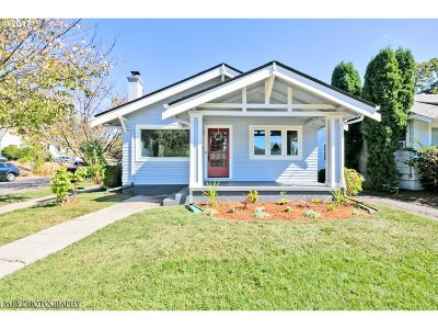 Portland Single Family Home For Sale: 2204 SE 26th Ave