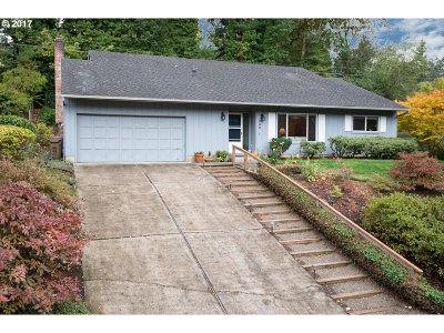Lake Oswego Single Family Home For Sale: 780 Briercliff Ln