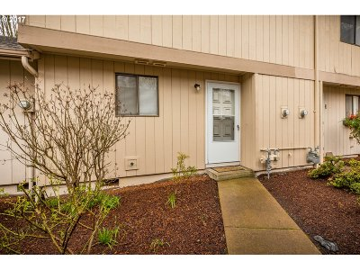 Albany Condo/Townhouse Sold: 581 32nd Ave SE #2