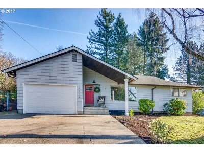 Portland Single Family Home For Sale: 12416 SW 64th Ave