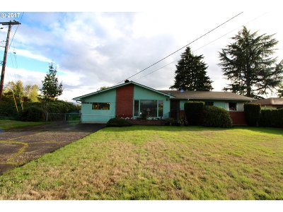 Milwaukie, Gladstone Single Family Home For Sale: 6664 SE Charles St