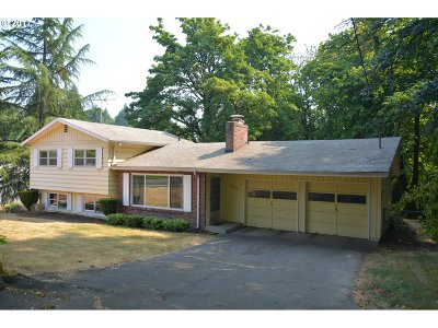 West Linn Single Family Home For Sale: 19556 Willamette Dr
