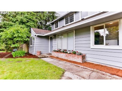 Portland Single Family Home For Sale: 7131 SW 45th Ave