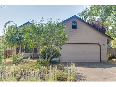 Tigard Single Family Home For Sale: 8680 SW Hamlet Ct