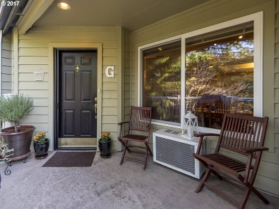 Lake Oswego Condo/Townhouse For Sale: 5059 Foothills Dr #G
