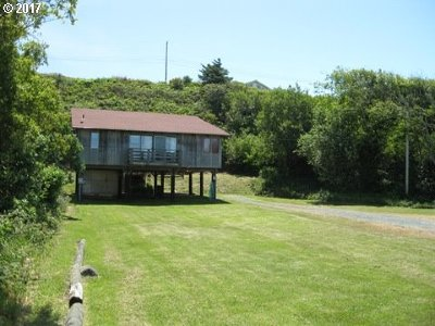 Bandon Single Family Home For Sale: 235 1st St